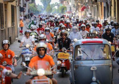 061614-vespa-world-days-parade-21-633x422